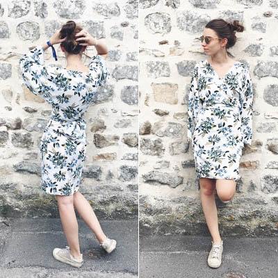 La créatrice Mapùrnia posant avec sa robe créée sans patron de couture